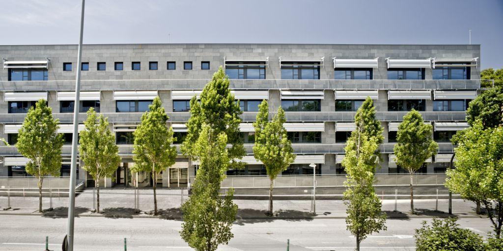 Sistema Masa • Agencia Tributaria en Girona • Fachadas ventiladas con aplacado de piedra