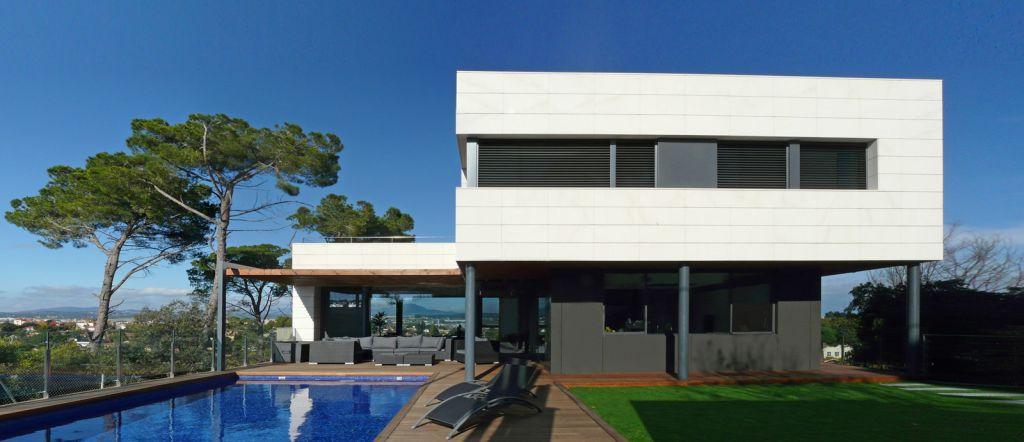Vivienda Unifamiliar Valldoreix con fachadas ventiladas - Sistema Masa