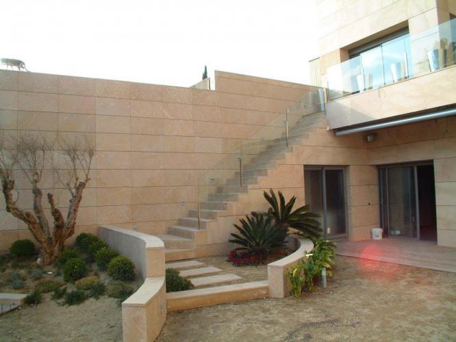 Vivienda Unifamiliar El Prat con fachada ventilada de Sistema Masa