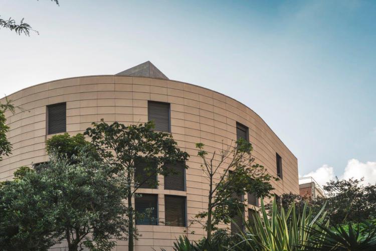 Edificio Josep Carner UB con fachada ventilada de Sistema Masa