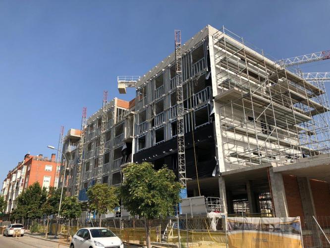fachadas ventiladas de Sistema masa en 100 viviendas Barajas