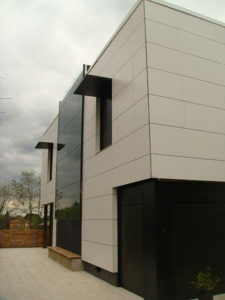 Vivienda Unifamiliar Valldoreix con fachadas ventiladas de Sistema Masa