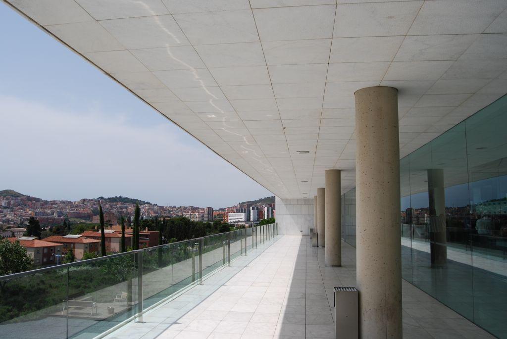 Revestimiento de fachadas ventiladas de Sistema Masa. Tanatorio Horta