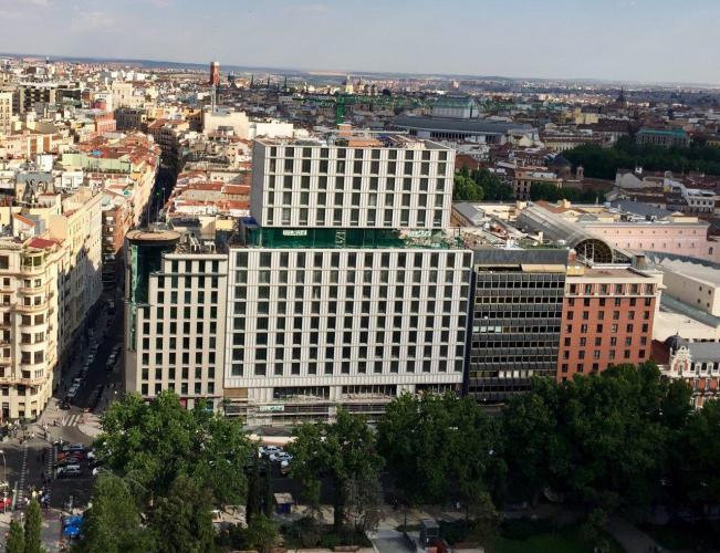 Hotel VP Plaza España con fachada ventilada de Sistema Masa