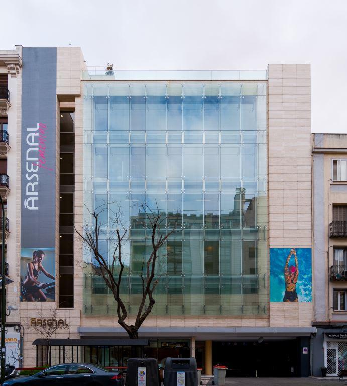Gimnasio Arsenal con fachadas ventiladas - Sistema Masa