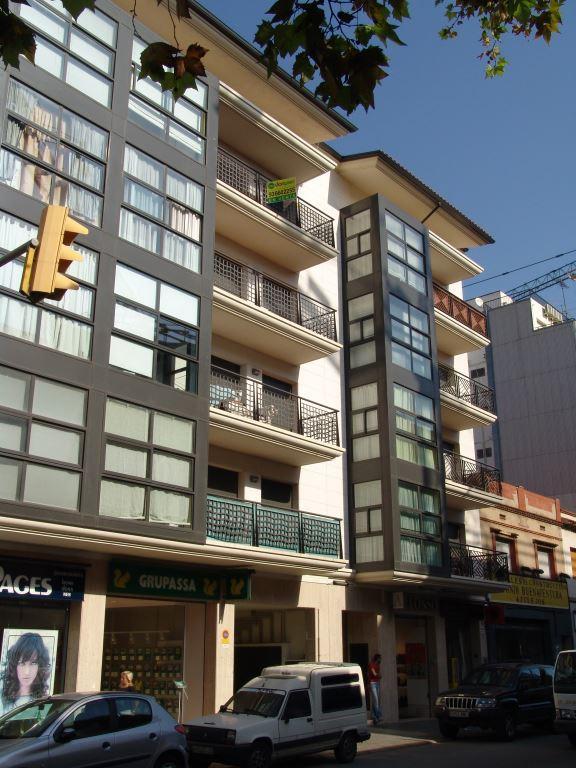 Edificio plurifamiliar Castelldefels con fachadas ventiladas de Sistema Masa