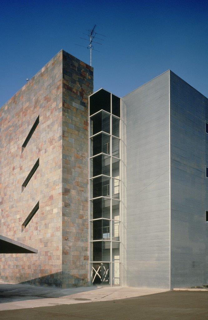 Centro Empresarial Mollet con fachada ventilada - Sistema Masa