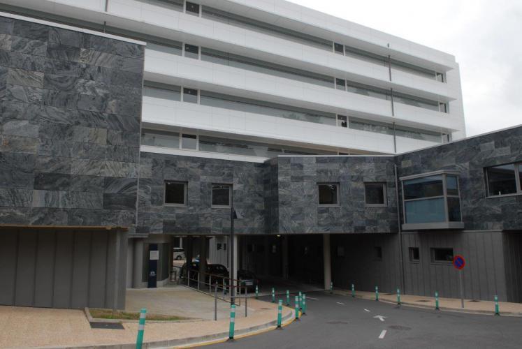 Policlinica Gipuzkoa con fachada ventilada - Sistema Masa