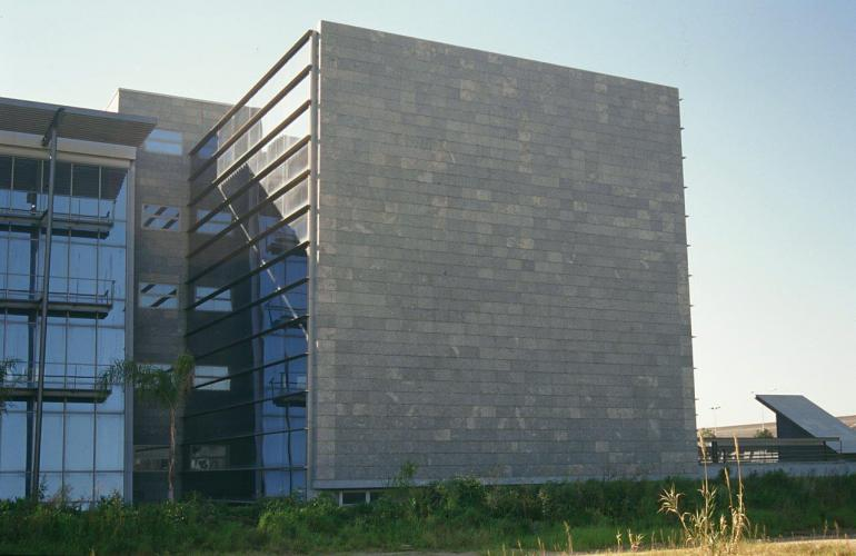 Edificio Blau Port con fachada ventilada - Sistema Masa