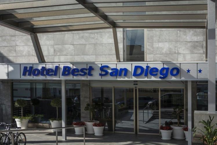 Hotel Best San Diego con fachadas ventiladas de Sistema Masa