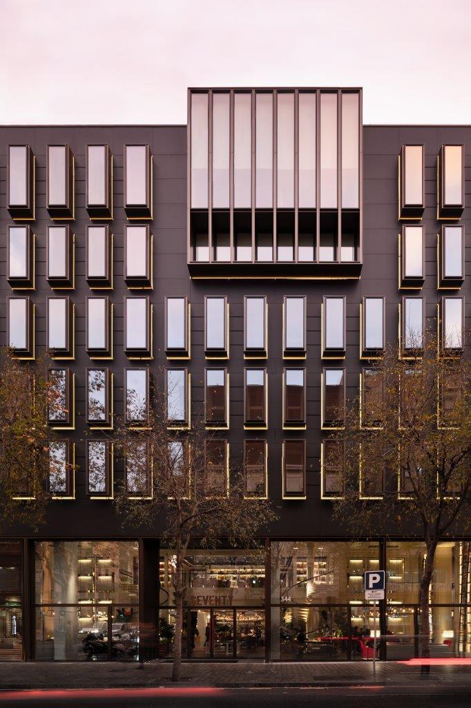 Hotel Seventy Barcelona con revestimiento de fachada - Sistema Masa