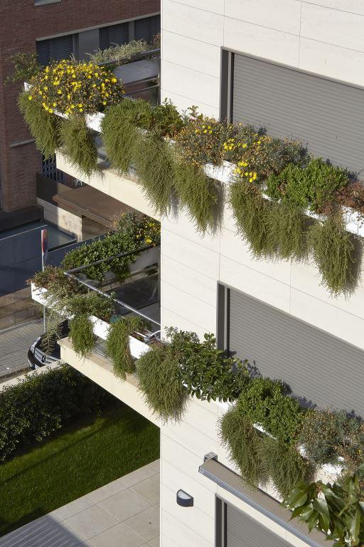 Edificio viviendas Vico con fachada ventilada - Sistema Masa