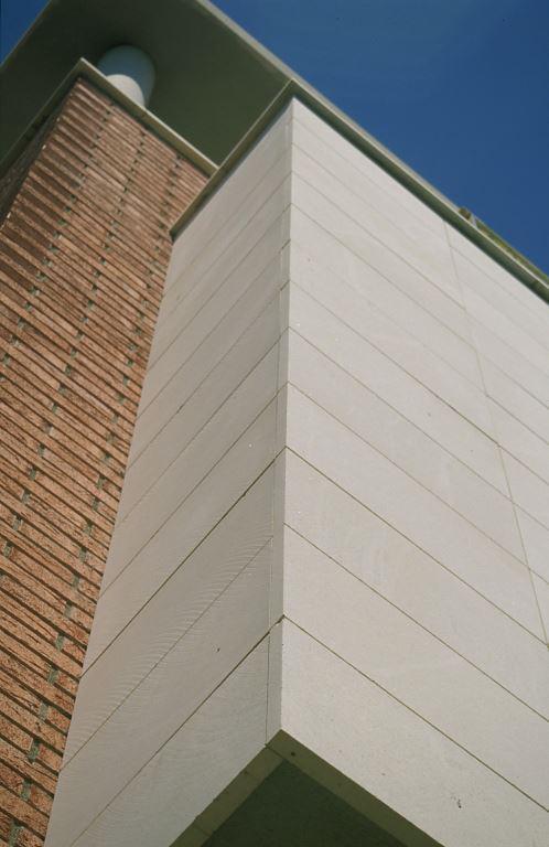 Fachadas ventiladas de Sistema Masa con piedra caliza blanca