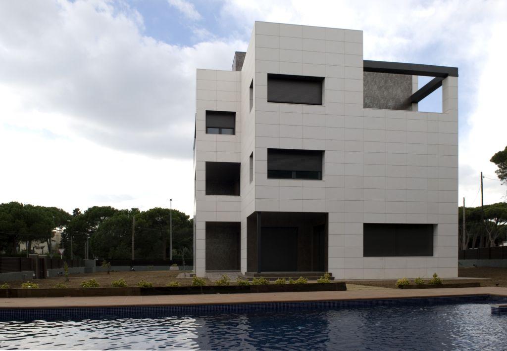 Sistema Masa. Fachadas ventiladas. Edificio de viviendas