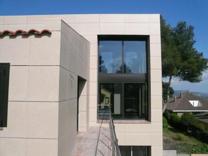 Vivienda Unifamiliar Palleja con fachadas ventiladas de Sistema Masa