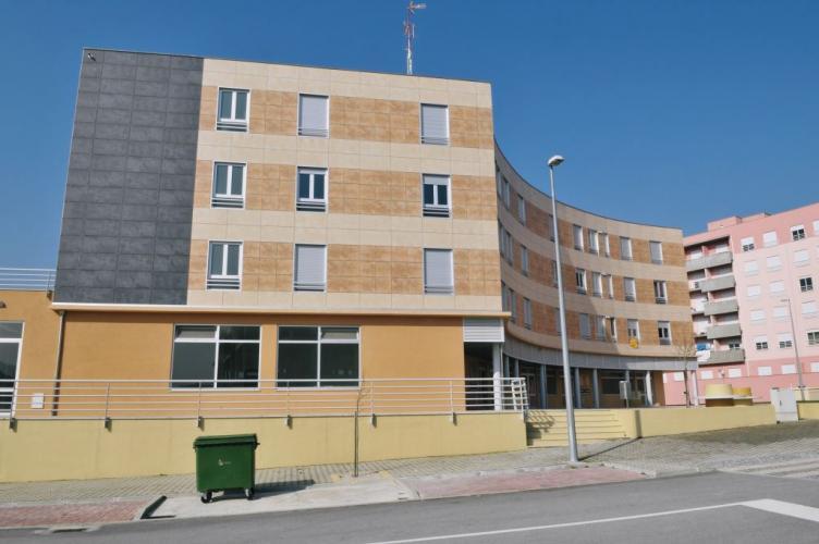 Edificio viviendas Chaves con fachadas ventiladas de Sistema Masa