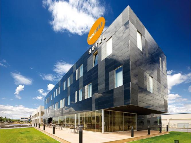 Hotel Momentos de Navarra con fachadas ventiladas de Sistema Masa