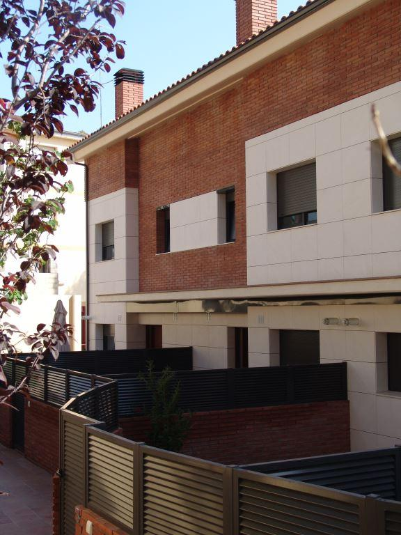 Vivienda Unifamiliar Castelldefels con fachadas ventiladas de Sistema Masa