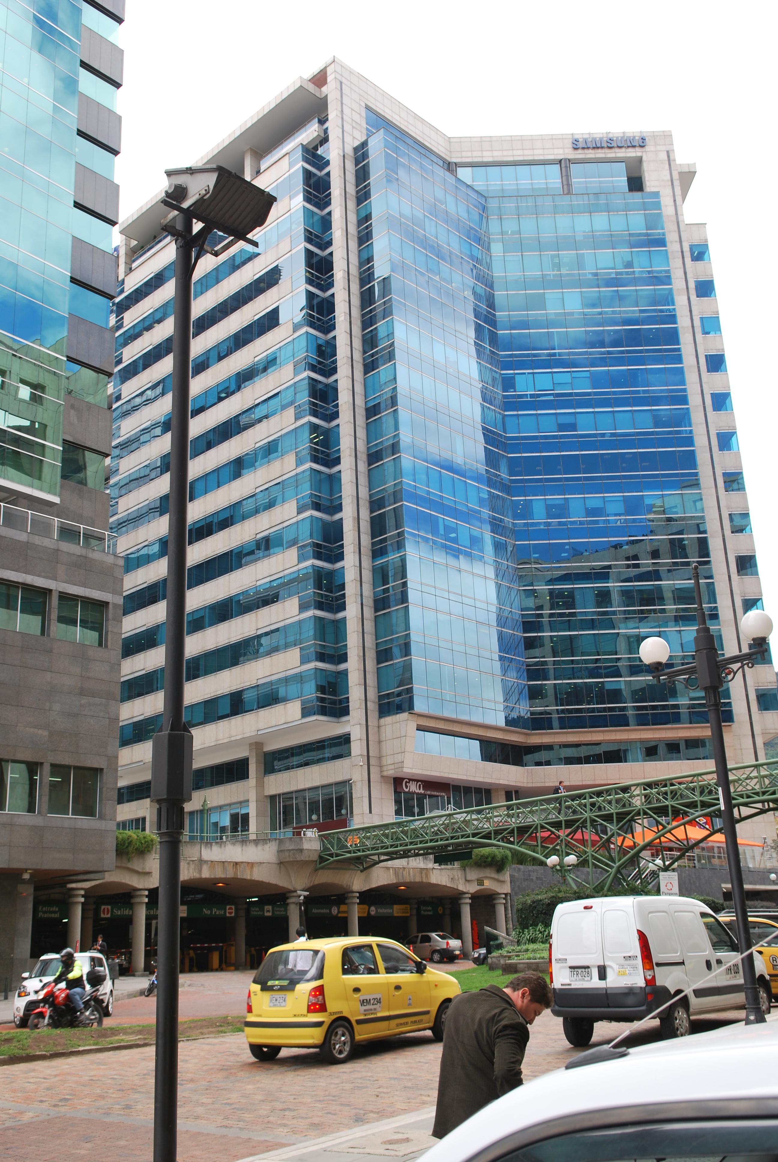 Fachada ventilada de Sistema Masa. Torre Samsung