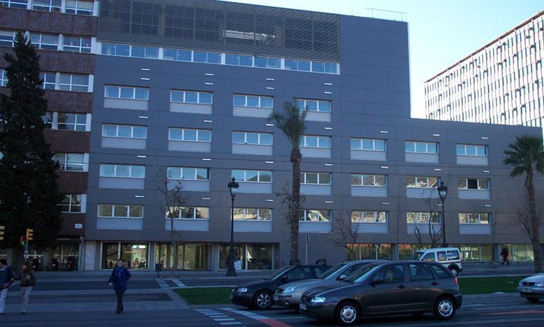 Facultad de Fisica y Quimica Barcelona con fachada ventilada - Sistema Masa