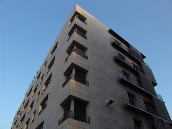 Edificio viviendas Blasco de Garay con fachada ventilada de Sistema Masa