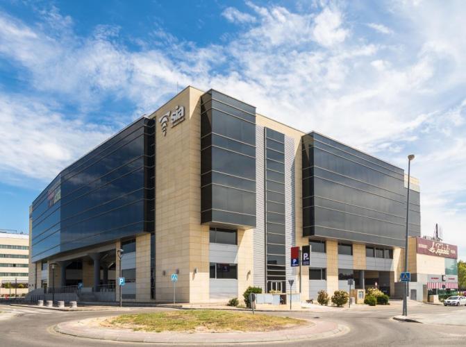 Centro multiusos Alcorcon con fachadas ventiladas de Sistema Masa