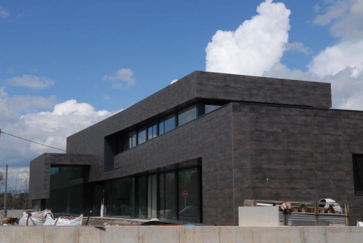 Vivienda Unifamiiar Taradell con fachadas ventiladas de Sistema Masa
