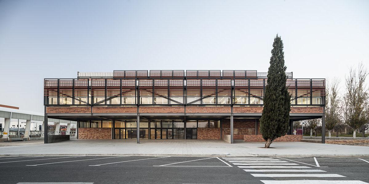 Diseño de fachadas ventiladas de Sistema Masa. Escuela de Arte y diseño de Amposta.