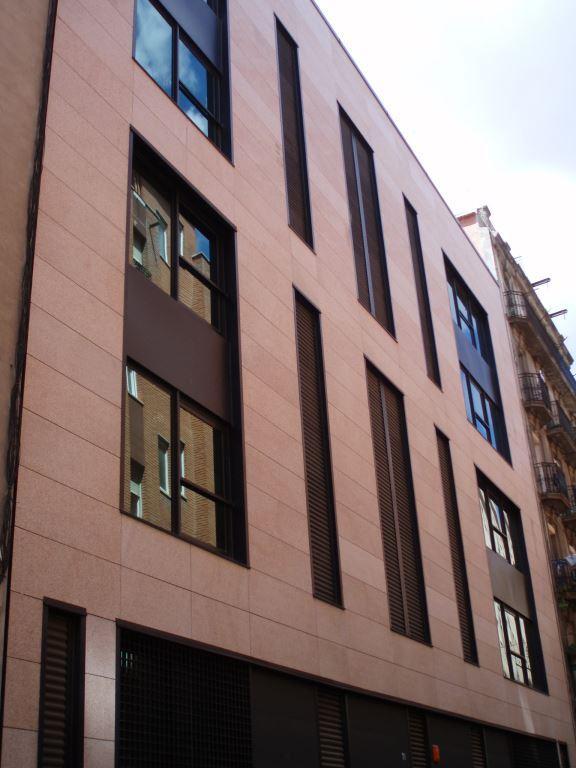 Edificio oficinas Paral·lel con fachadas ventiladas de Sistema Masa