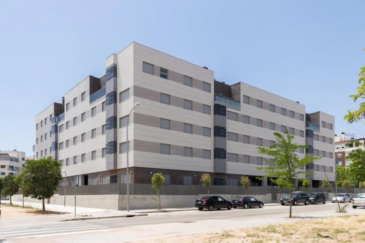 100 viviendas Barajas con fachadas ventiladas de sistema masa