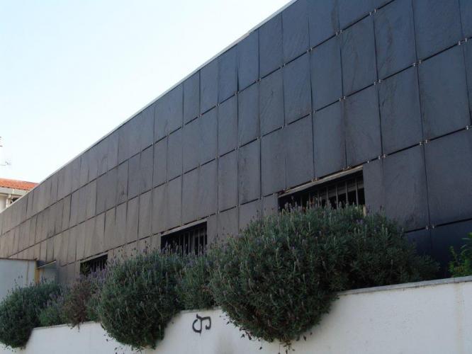 Casal Catalunya con fachada ventilada de Sistema Masa