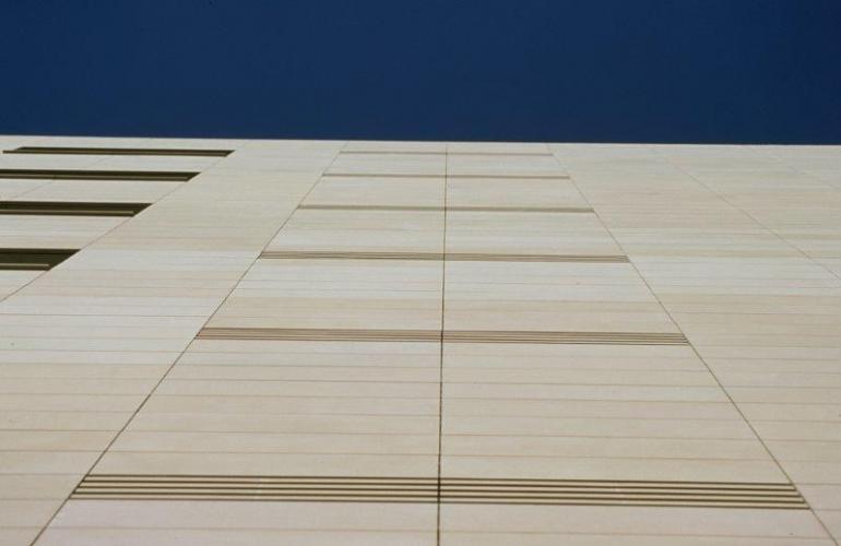 Vivienda plurifamiliar Diagonal con fachada ventilada - Sistema Masa