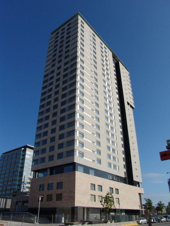 hotel hilton con fachadas ventiladas