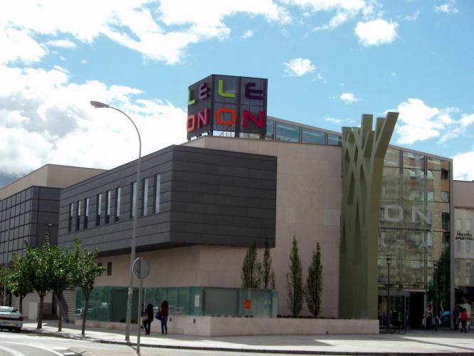 Centro Comercial León Plaza con fachada ventilada - Sistema Masa