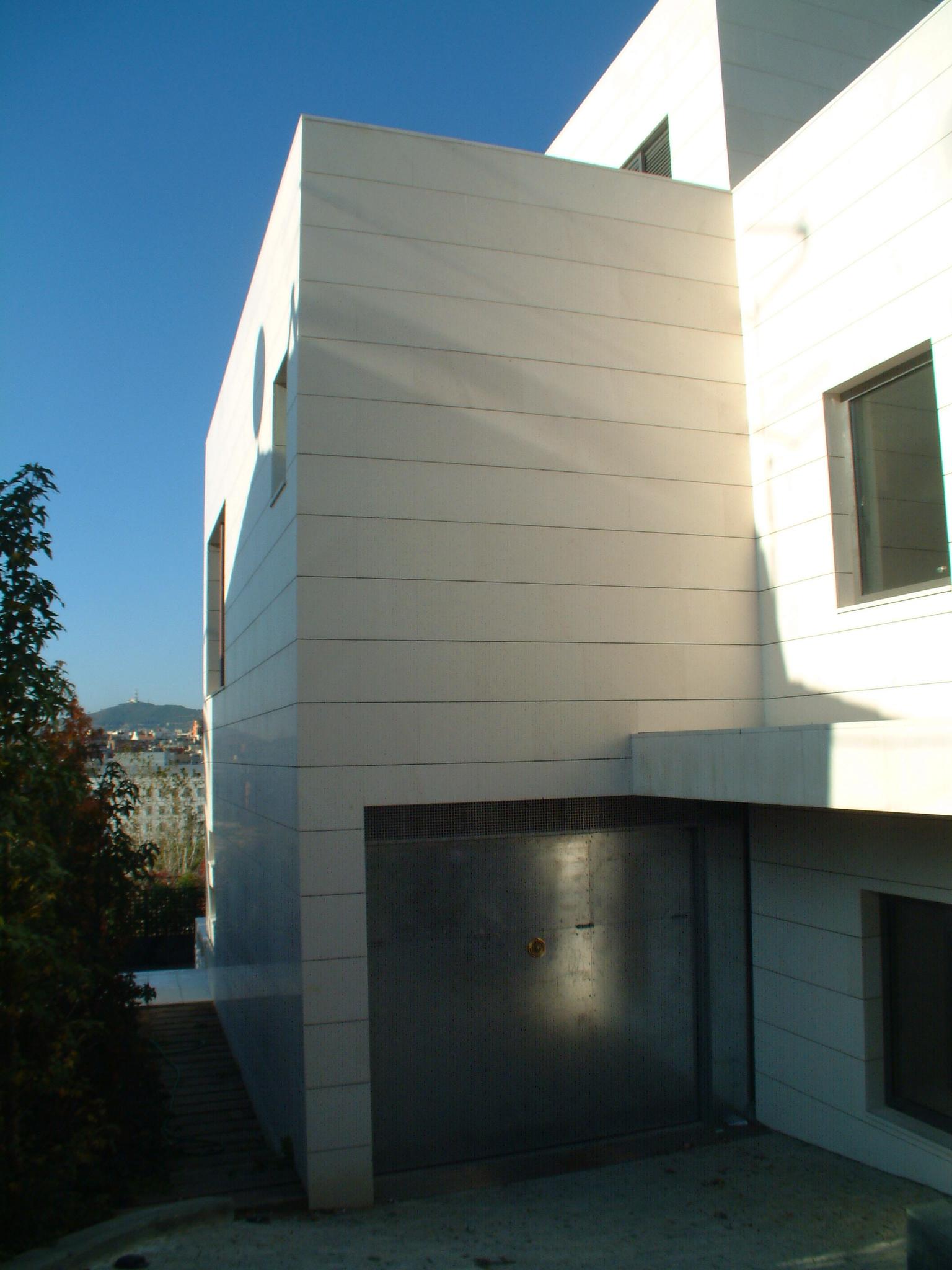 Fachadas ventiladas con aplacado de piedra. Sistema Masa. Viviendas.