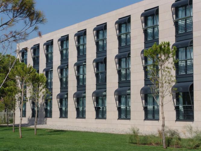 Hotel AC Gava con fachadas ventiladas de Sistema Masa