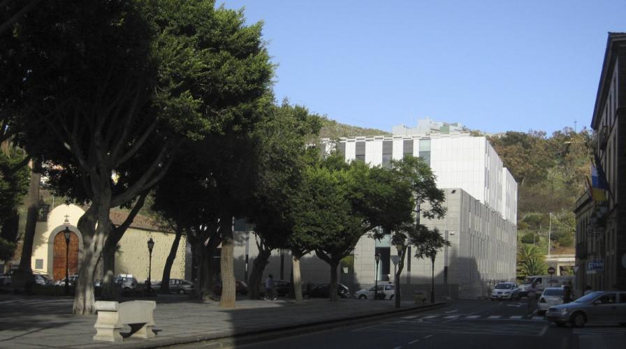 Juzgados La Laguna con fachada ventilada - Sistema Masa