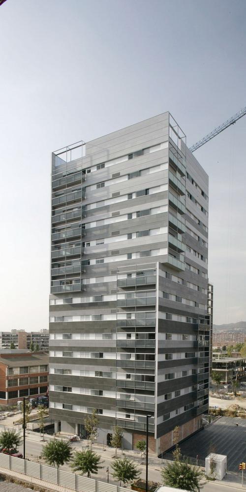 Fachadas ventiladas de Sistema Masa en granito gris