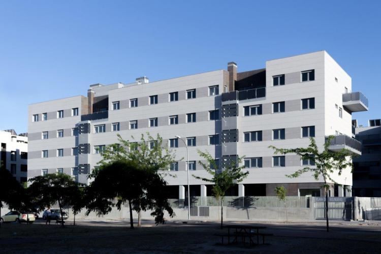 fachadas ventiladas de sistema masa para 100 viviendas Barajas