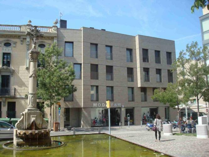 Edificio viviendas Igualada con fachada ventilada - Sistema Masa