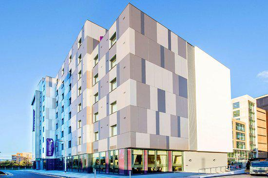 Maidenhead con fachada ventilada Sistema Masa