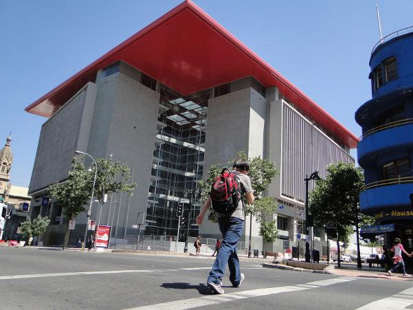 Universidad San Sebastián Sede Bellavista fachadas ventiladas de Sistema Masa