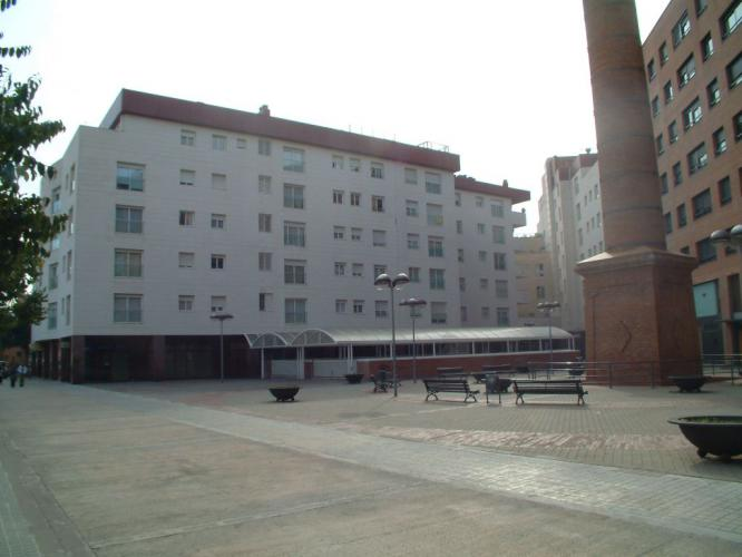Edificio viviendas plurifamiliar con fachadas ventiladas de sistema masa
