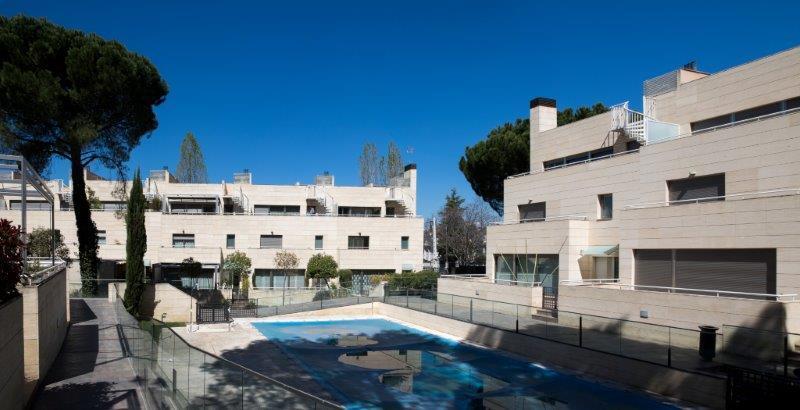 Casas adosadas El Plantio con fachada ventilada - Sistema Masa