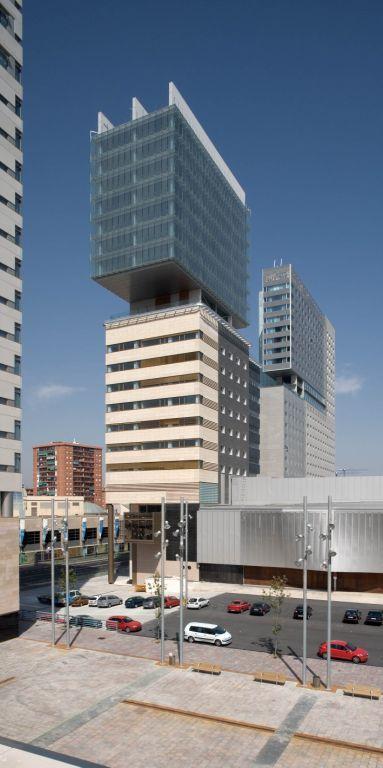 fachada de las oficinas forum