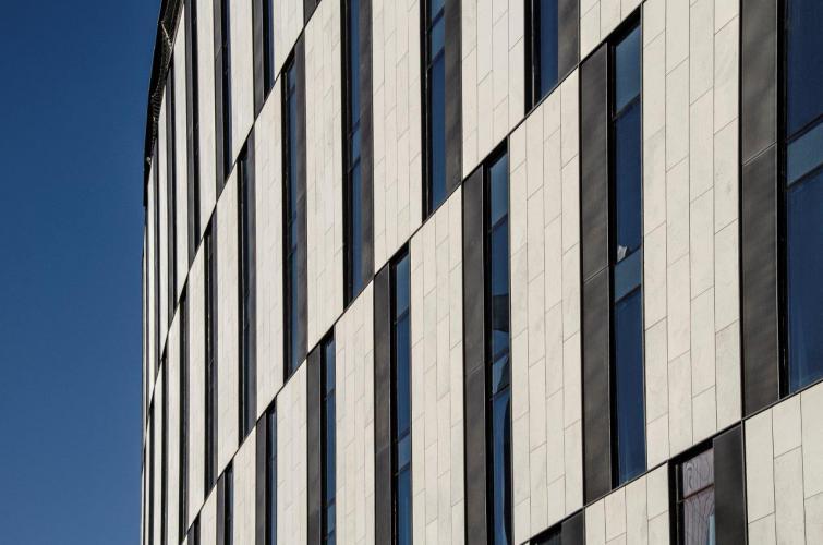 Hotel Diputación sistema fachada ventilada · Sistema Masa