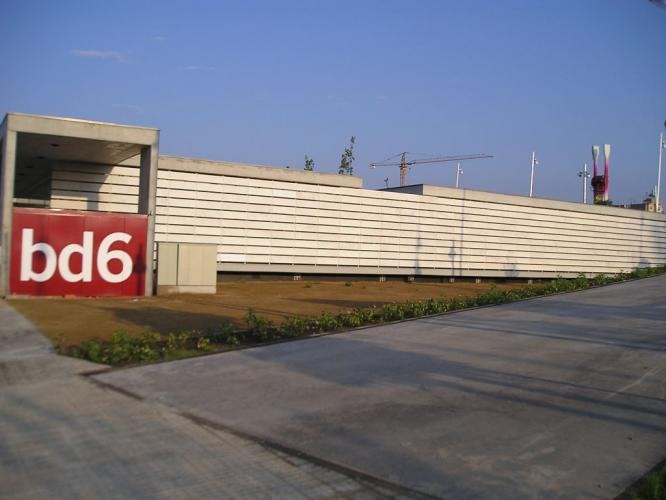 Biblioteca districte 6 con fachadas ventiladas de Sistema Masa