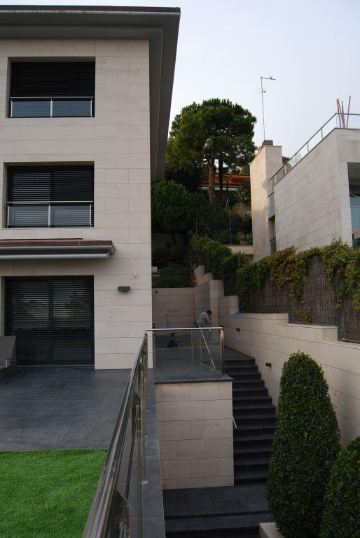 Vivienda Unifamiliar Ciutat Diagonal con fachadas ventiladas de Sistema Masa
