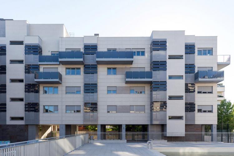 100 viviendas Barajas proyecto con fachadas ventiladas de sistema masa
