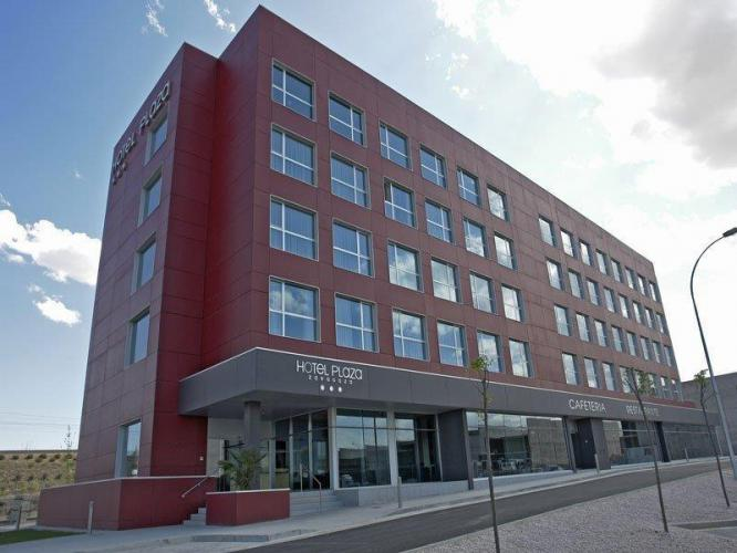 Hotel Plaza Feria fachadas ventiladas - Sistema Masa